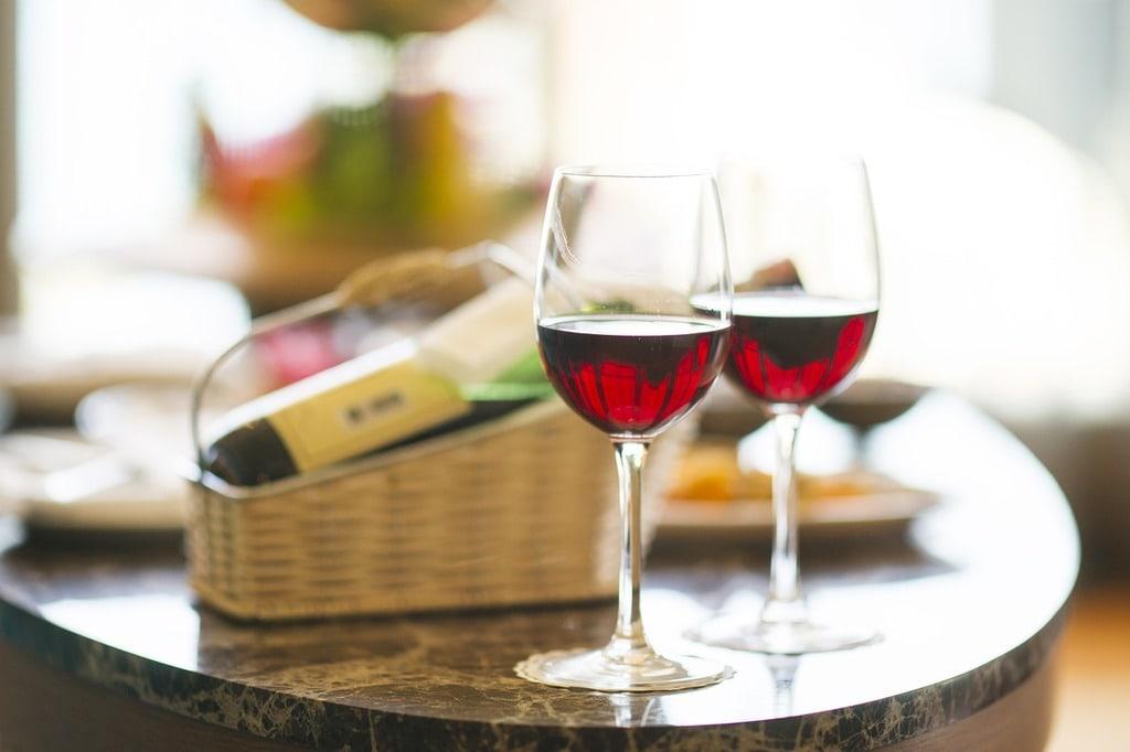 Porte bouteille ou casier à vin : lequel choisir ?